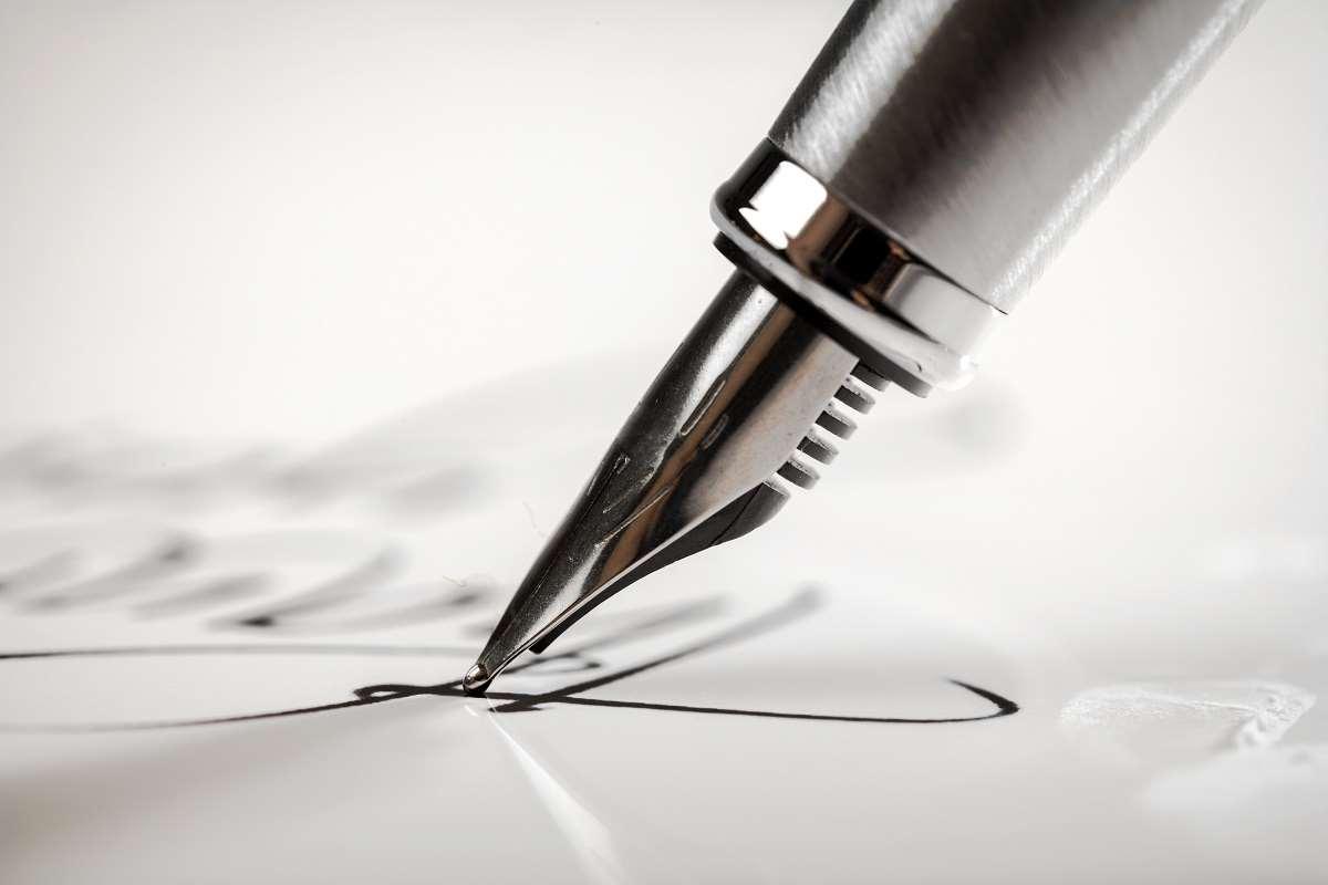 Czym jest bezpieczny podpis elektroniczny? Kto i kiedy może z niego korzystać?
