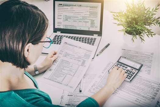 Podatek u źródła – co to i kto powinien go odprowadzać?
