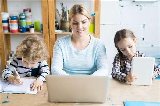 Pogodzić macierzyństwo z pracą – jak to zrobić?