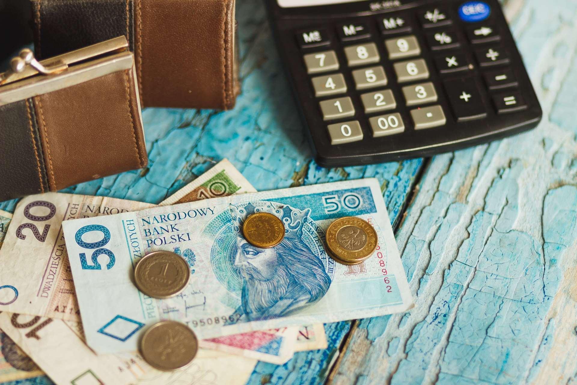 Różnica między wynagrodzeniem netto a wynagrodzeniem brutto