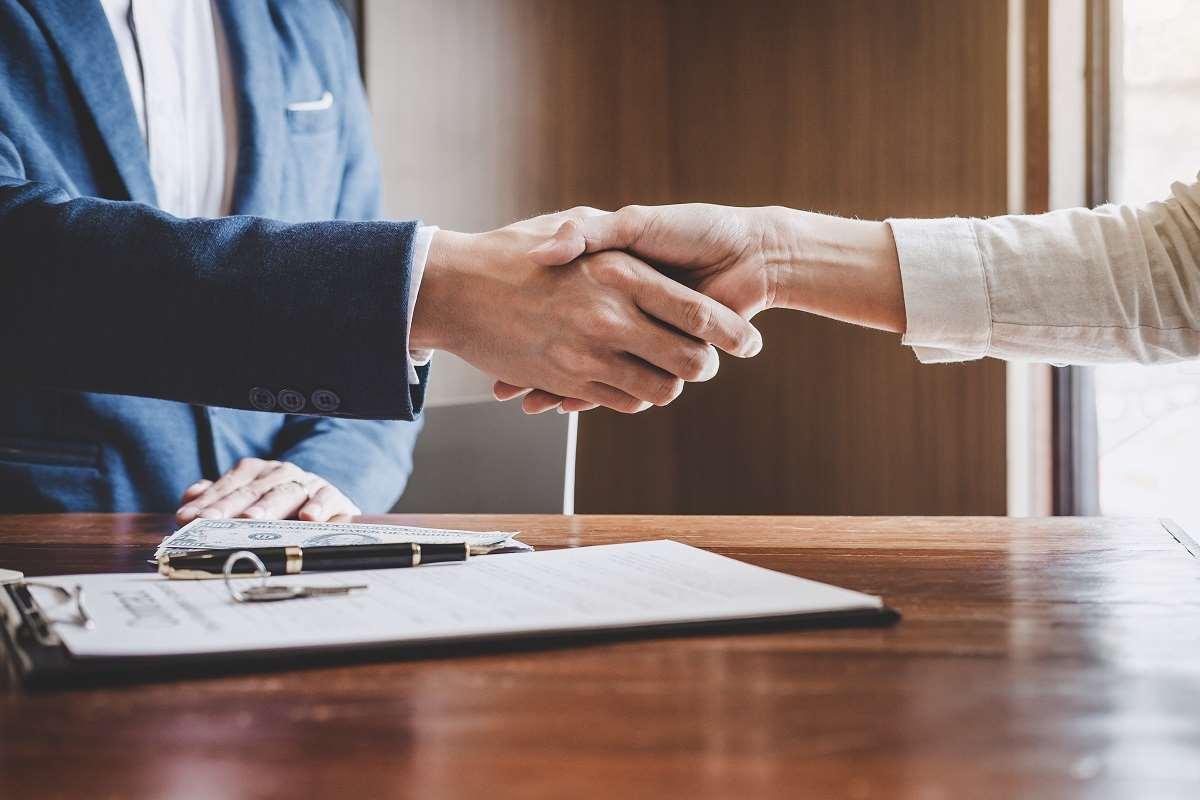Czym jest i co powinna zawierać umowa spółki cywilnej? Pobierz darmowy wzór.