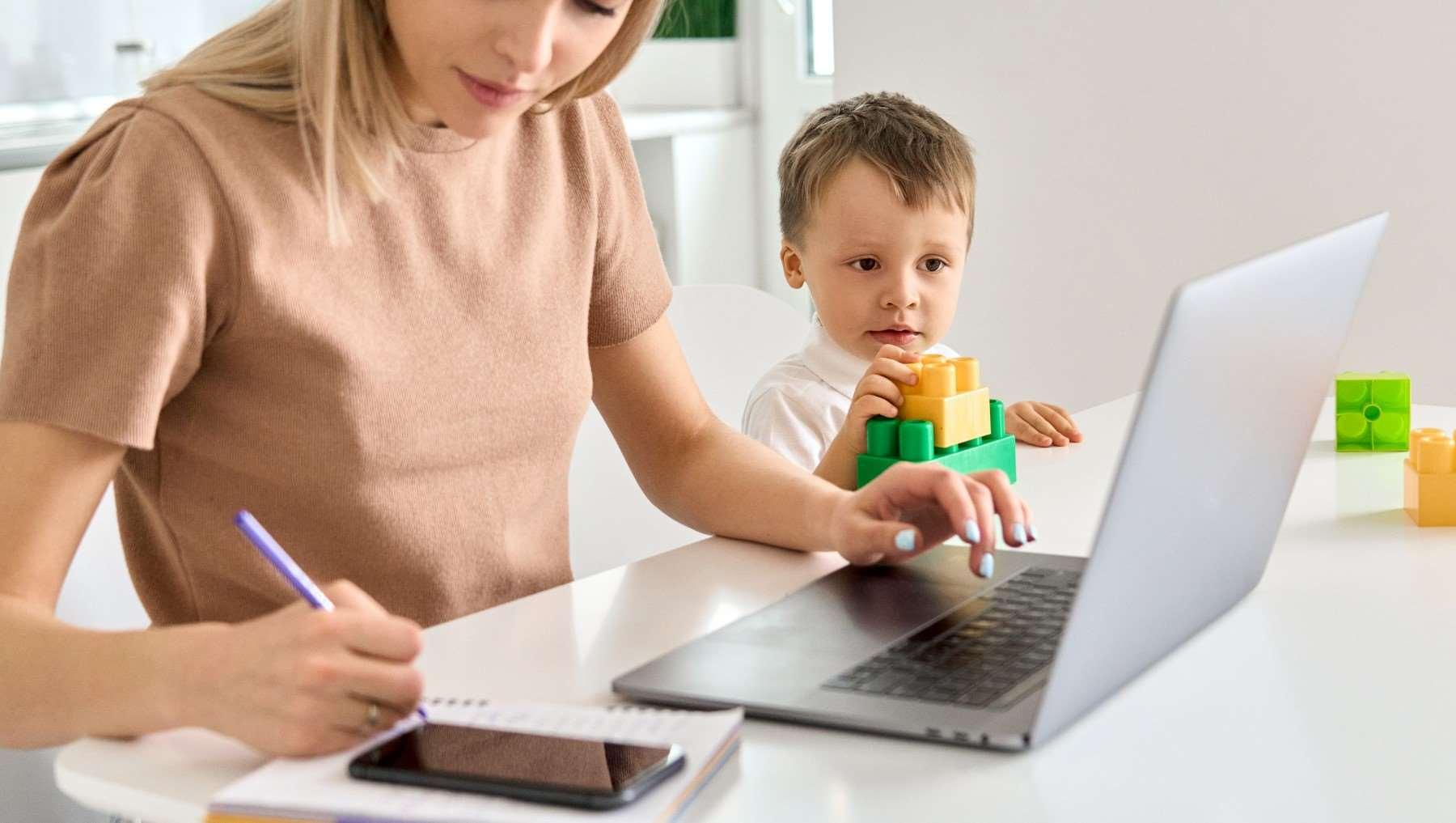 Czy pracownik może przyjść do pracy z dzieckiem?