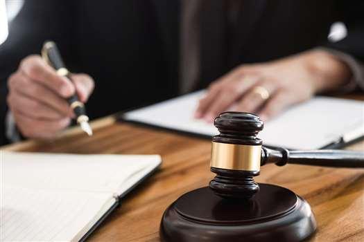 Sąd pracy – kiedy warto złożyć do niego pozew?