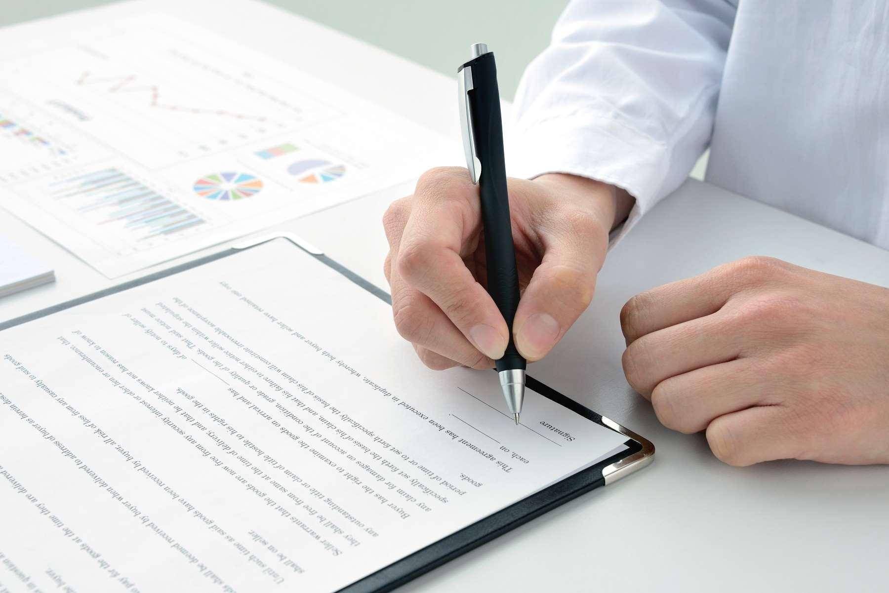 Umowa agencyjna – czym jest i kiedy warto ją stosować? Pobierz darmowy wzór.