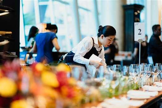 4 Life-Hacks for Hospitality Industry Management for the Winter Holiday Season