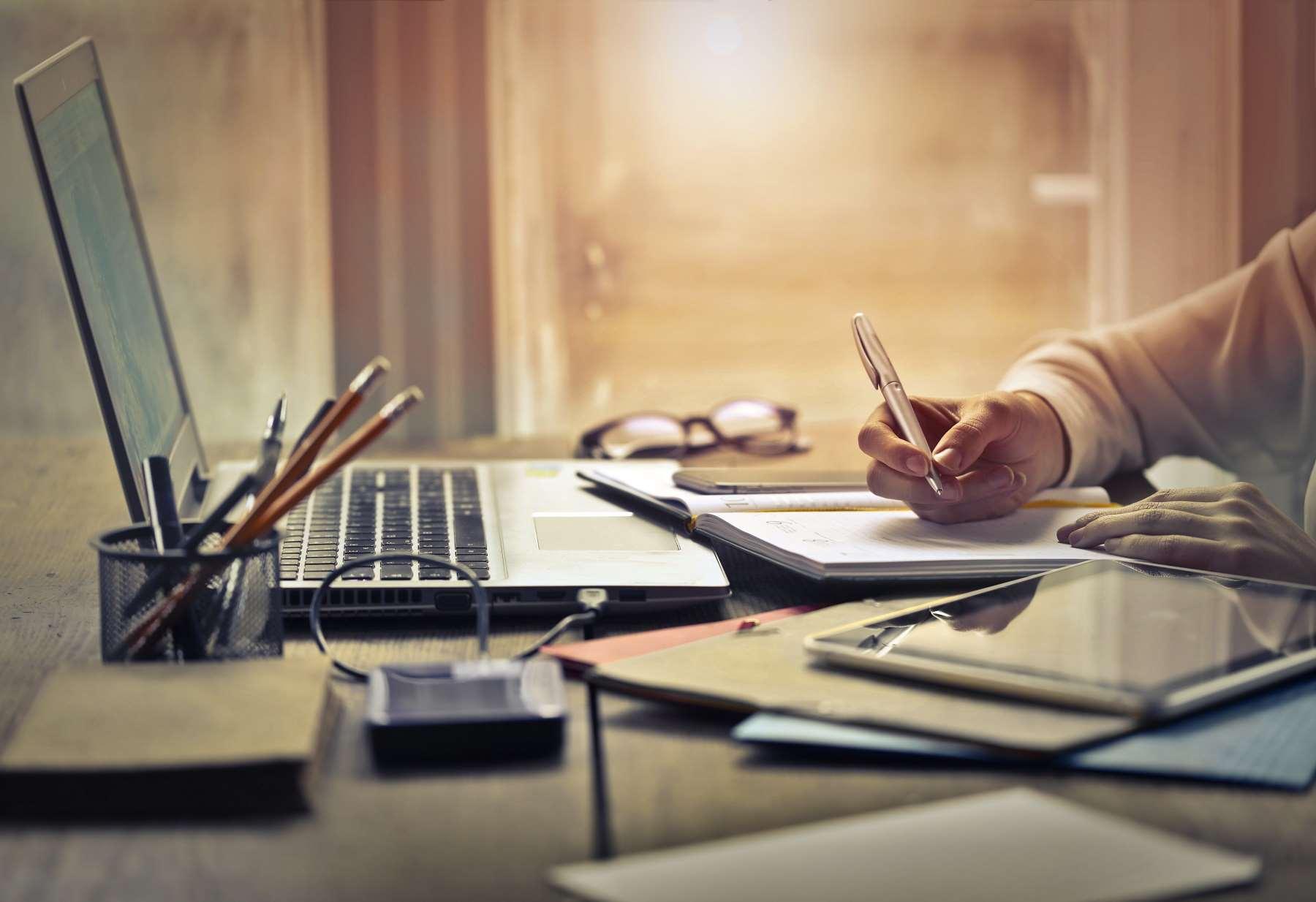 Czym jest notatka służbowa i jak ją prawidłowo napisać?