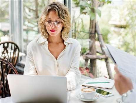 Zaległy urlop przy pracy zdalnej – jak go wybrać i do kiedy?