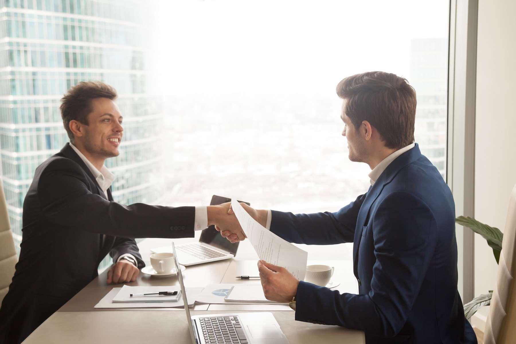 Umowa na czas nieokreślony – kiedy przysługuje pracownikowi?